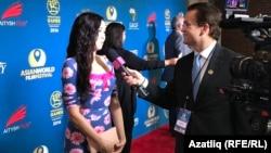 Лиана Хәбибуллина интервью бирә