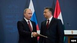 Премьер-министр Венгрии Виктор Орбан (справа) и президент России Владимир Путин. Будапешт, 17 февраля 2015 года.