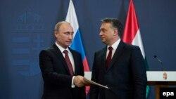 Володимир Путін (л) і прем'єр-міністр Угорщини Віктор Орбан зустрічаються регулярно то в Будапешті (на фото у 2015 році), то в Росії