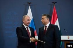 Президент Росії Володимир Путін (ліворуч) під час зустрічі з прем'єр-міністром Угорщини Віктором Орбаном. Будапешт, лютий 2015 року