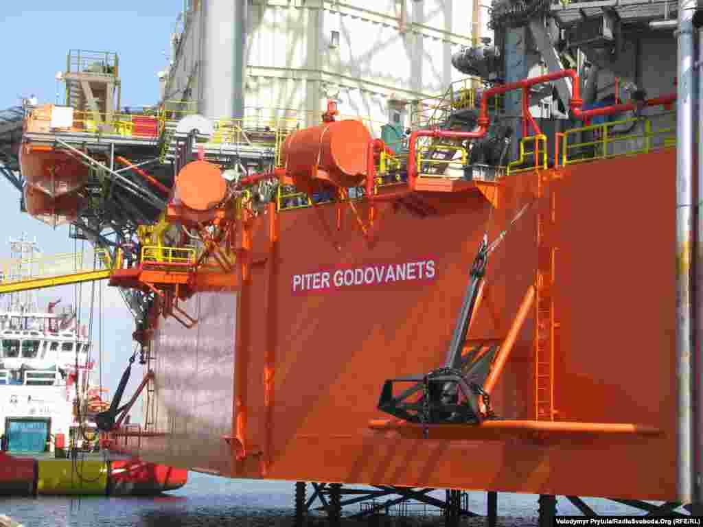 «Piter Godovanets», свою назву бурова установка отримала на честь Петра Годованця – колишнього начальника бурових установок «Сиваш» і «Таврида», який брав участь у розвідуванні і розробці майже усіх газових родови