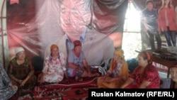 Голодовка сторонниц оппозиционера Омурбека Текебаева в Базар-Коргонском районе Джалал-Абадской области Кыргызстана.