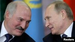 Президенти Білорусі і Росії, Олександр Лукашенко (ліворуч) і Володимир Путін. Москва, 23 грудня 2014 року