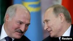 Орус президенти Владимир Путин жана беларус президенти Александр Лукашенко. 23-декабрь, 2014-жыл.