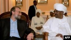سفر علی لاریجانی، رئیس مجلس شورای اسلامی، به خارطوم برای ابراز حمایت رهبران ایران از عمر البشیر. ۶ مارس ۲۰۰۹