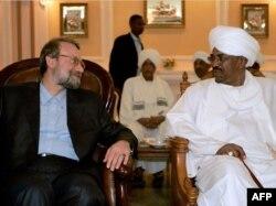 سفر علی لاریجانی به خارطوم برای ابراز حمایت رهبران ایران از عمر البشیر، رئیس جمهوری سودان. ۶ مارس ۲۰۰۹