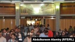 من حفل توزيع قطع اراضي على صحفيين في البصرة