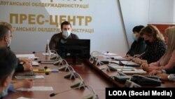 Сергей Гайдай на брифинге в Луганской администрации
