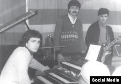 Тамерлан Мусаев (за синтезатором) в Баку. 1980-е