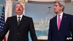 Президент Азербайджана Ильхам Алиев и госсекретарь США Джон Керри, Вашингтон, 30 марта 2016 г.