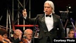 Дмитри Хворостовски, оперски пејач.