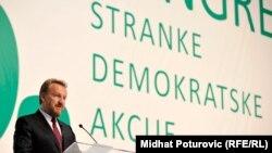 Upitna parlamentarna većina na državnom nivou: Bakir Izetbegović na Kongresu SDA