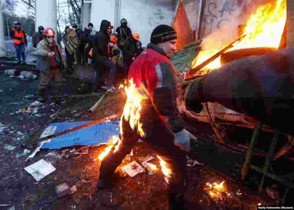 A pro-European integration protester catches fire during clashes with police in Kyiv on January 20. (Reuters/Vasily Fedosenko)
