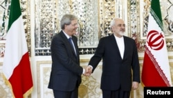 İranın xarici işlər naziri Mohammad Javad Zarif (sağda) italyan həmkarı Paolo Gentiloni ilə görüşdə