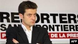 """Türkmenistandaky adam hukuklary barasynda, hususan-da, """"Serhetsiz reportýorlar"""" guramasynyň baş sekretary Žan-Fransua Julýar çykyş edipdi."""