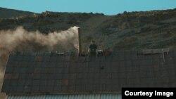 Қазақстандық кинорежиссер Елзат Ескендірдің «Өліара» қысқаметражды фильмінен алынған скриншот.