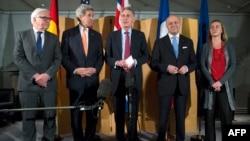 Ministrat e jashtëm (nga e majta) Steinmeier, Kerry, Hammond, Fabius dhe shefja e politikës së jashtme të BE-së, Mogherini në Londër