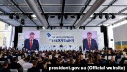 Ukrainanyň prezident Petro Poroşenko Ýewropanyň Ýaltastrategiýasy boýunça ýyllyk konferensiýasynda çykyş edýär, Kiýew, 14-nji sentýabr, 2018