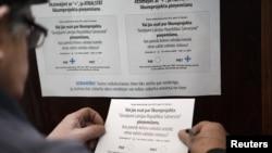 Латвиялықтар референдумда дауыс беріп жатыр. 18 ақпан, 2012 жыл.