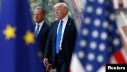 Presidenti amerikan, Donald Trump (djathtas) dhe presidenti i Këshillit të Evropës,Donald Tusk.