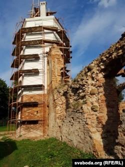 Паўночная вежа з розных ракурсаў