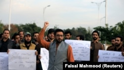 PTM supporters chant slogans against the murder of senior police officer Tahir Dawar, whose body was found in Afghanistan after he disappeared from Islamabad in October 2018.