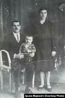 Віктар, Матруна і паўтарагадовы Іван. Здымак зроблены па прыезьдзе ў Францыю. 1930 год