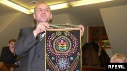 """Геннадий Макаров: """"Менә бу калфакның иң борынгы төре"""""""