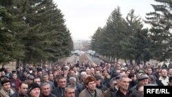 Armenia -- Taxi drivers protest in Gyumri, demand tax revisions, Gyumri, 18Feb2010