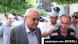 Էներգետիկայի նախարար Երվանդ Զախարյանը պատասխանում է «Նաիրիտ»-ի նախկին աշխատողների հարցերին, Երևան, 19-ը օգոստոսի, 2015թ․