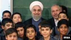 حسن روحانی صبح اول مهرماه در مدرسه باقرالعلوم در منطقه چهارده تهران، حاضر شد و زنگ شروع مدارس را به صدا درآورد