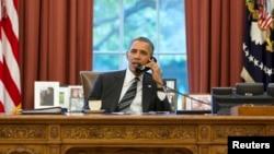 АҚШ президенті Барак Обама Иран президенті Хассан Роуханимен сөйлесіп отыр. Вашингтон, 27 қыркүйек 2013 жыл.