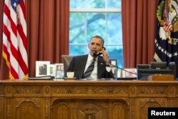 АҚШ президенті Барак Обаманың Иран президенті Хассан Роуханимен сөйлесіп отырған сәті. АҚШ, Вашингтон, 27 қыркүйек 2013 жыл. Бұл екі ел арасындағы 35 жылдан кейінгі тұңғыш байланыс.