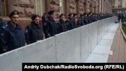 Металеві щити під Київрадою, 23 жовтня 2013 року