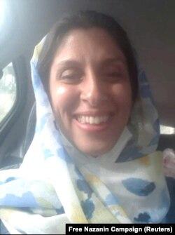 نازنین زاغری در حال انتقال از زندان به خانه