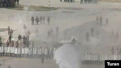 Polis mümkün iğtişaşlara qarşı təlim keçir, 2005