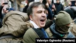 Policija privodi Sakašvilija, Kijev