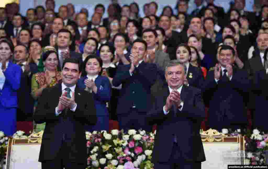 Хорезмде Өзбекстан өнерпаздары екі ел президентіне арнайы концерт қойды. 24 сәуір 2018 жыл.
