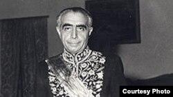 دکتر علی امینی، بگفته بسیاری، با فشار رابرت (باب) کندی بر محمدرضاشاه، به عنوان نخست وزیر بر ایران تحمیل شد