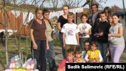 Desetak učenika iz sela Gerovi kod Bratunca, Srebrenica, 07. novembar 2011.