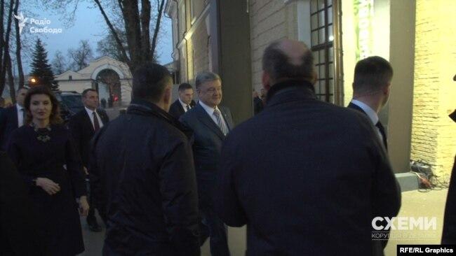 Журналістові «Схем» президент жартома порадив звертатися із запитаннями вже до штабу іншого кандидата