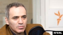 Harri Kasparov «Wall Street Journal»da məqaləsində Rusiyadakı vəziyyətdən yazır