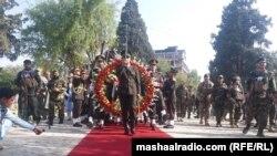 چارواکو د غازي امان الله خان پر مزار د ګلانو ګېډۍ کښېښودې