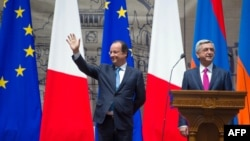 Then-French President Francois Hollande (left) and Serzh Sarkisian, the Armenian leader at the time, inaugurate Missak Manouchian Square in 2014 in Yerevan.