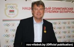 Ігар Жалязоўскі, узнагароджаны мэдалём «За выбітныя заслугі» Нацыянальнага алімпійскага камітэту. 2013 год