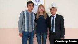 Блоггер Улукбек Омокеев (оңдо) Түркияда окуган кыргыз студенттер менен.