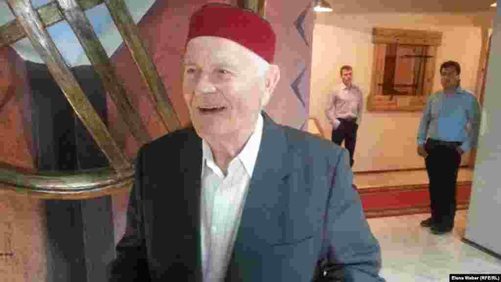Қарағандылық 80 жастағы Имран Газимиев «Шахтер даңқы» құрмет белгісін үш мәрте иеленген. Ол тоғыз жасында Шешенстаннан Қарағанды облысына жер аударылған. Бүгін ол Карлаг музейіне алғаш рет келді. Демікпесі бар, жүрегі сырқат қарияға мұндай жету оңайға түспеген.