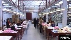 Работници во фабрика