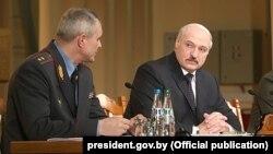 Міністар унутраных спраў Ігар Шуневіч і Аляксандр Лукашэнка, ілюстрацыйнае фота