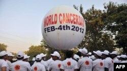 ۴ فوریه (۱۵ بهمن) روز جهانی سرطان؛ تنها در سال ۲۰۱۲ میلادی حدود هشت میلیون و ۲۰۰ هزار نفر در اثر ابتلا به بیماری سرطان درگذشتند.